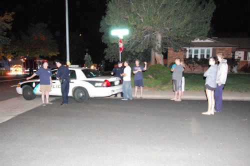 Folks describe the chaotic scene to Aurora cops - photo by Shane Anthony AuroraNews1.com